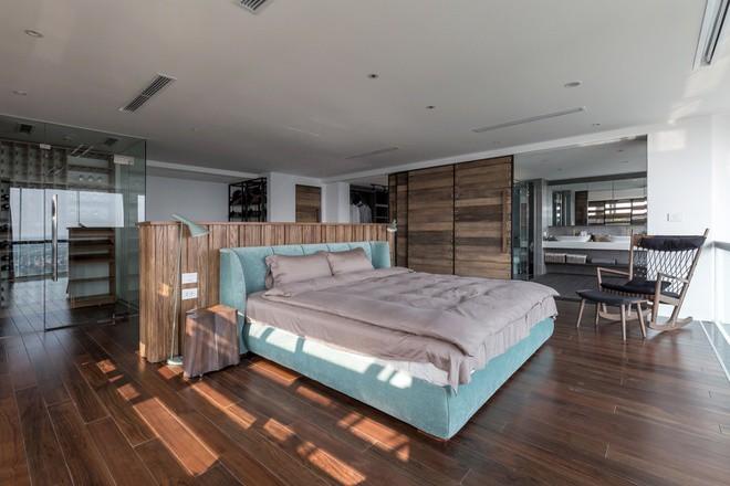 Phòng ngủ rất rộng và có các không gian nối tiếp nhau.