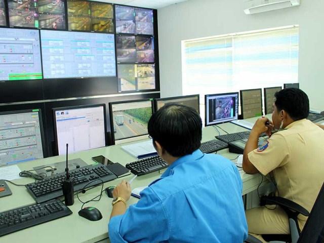 """Trung tâm giám sát và điều khiển giao thông thông minh (đặt tại Trung tâm quản lý đường hầm sông Sài Gòn, TP.HCM) với hơn 760 camera được xem như """"mắt"""