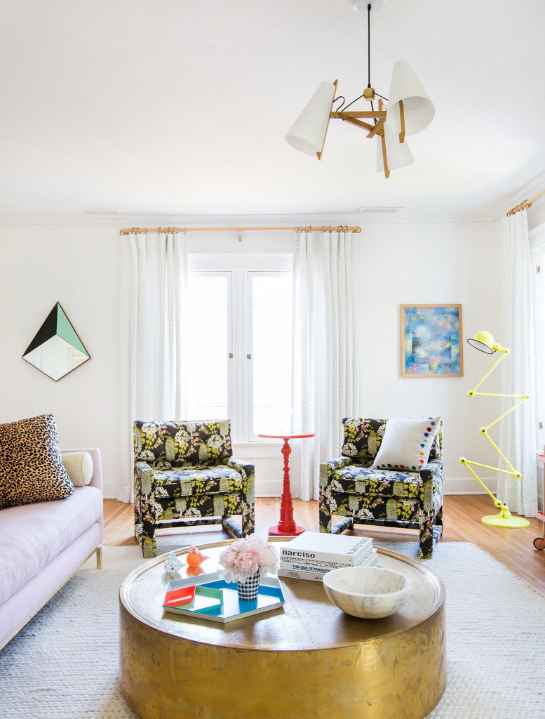 Những món phụ kiện mạ đồng luôn đem đến vẻ đẹp sang trọng và tinh tế hơn bên trong căn phòng khách