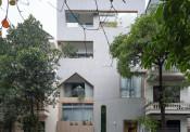 Ngôi nhà thiết kế nhiều mái vòm và cửa sổ