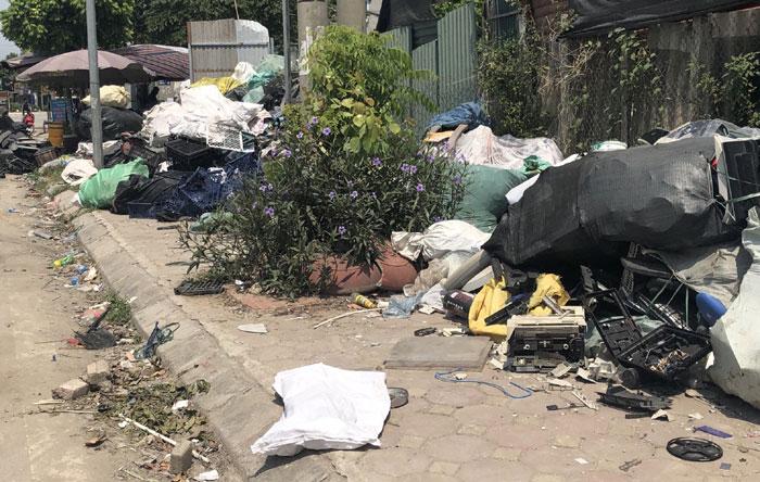 Ý thức bảo vệ môi trường làng nghề của người dân còn hạn chế (hình ảnh làng nghề tái chế chất thải tại Thôn Triều Khúc - Thanh Trì): Ảnh: Hà Ánh