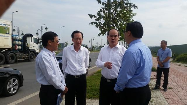 Bí thư Thành ủy Nguyễn Thiện Nhân trong một lần đi thị sát Khu Công nghệ cao TP.HCM. Ảnh: HV