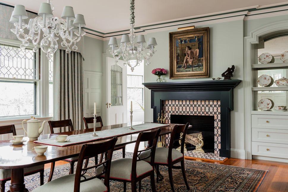 Những bức tường trống trải của gia đình trông sinh động và thu hút hơn với sự xuất hiện của những bộ tranh treo tường