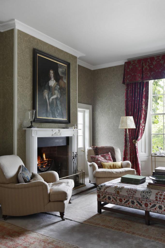 Bức tranh được lựa chọn khá phù hợp với không gian căn phòng khách của gia đình