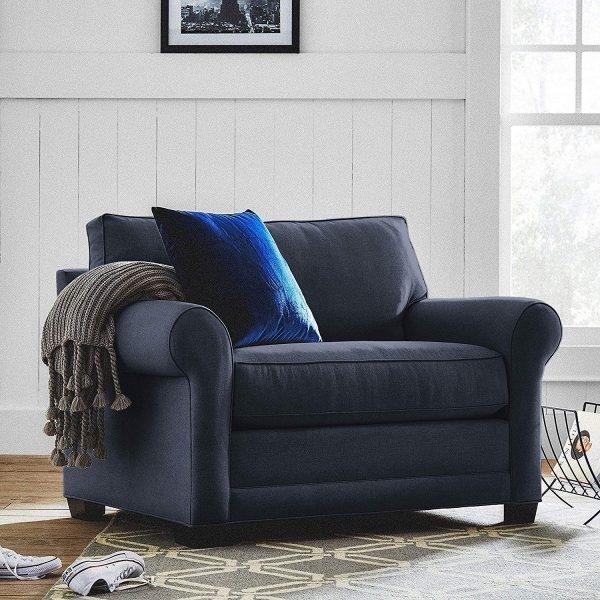 Mẫu ghế sofa cổ điển màu xanh hải quân này là lựa chọn phổ biến của các gia chủ trong không gian hiện đại.