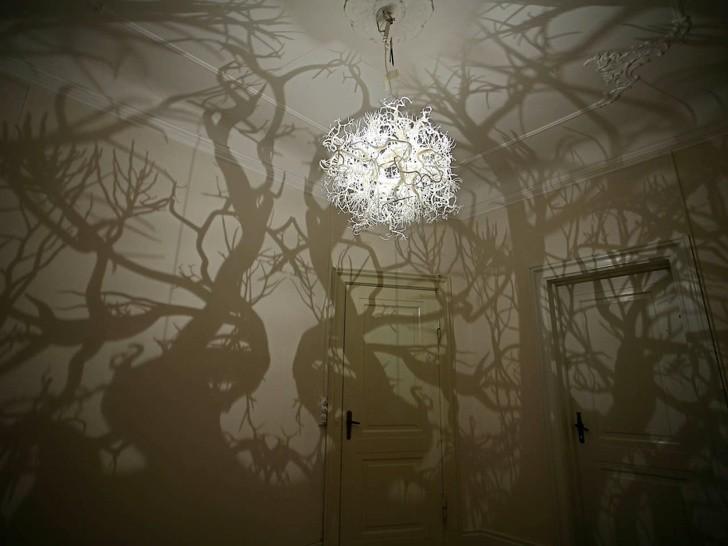 Chiếc đèn chùm khiến cho căn phòng bạn như biến thành một rừng cây