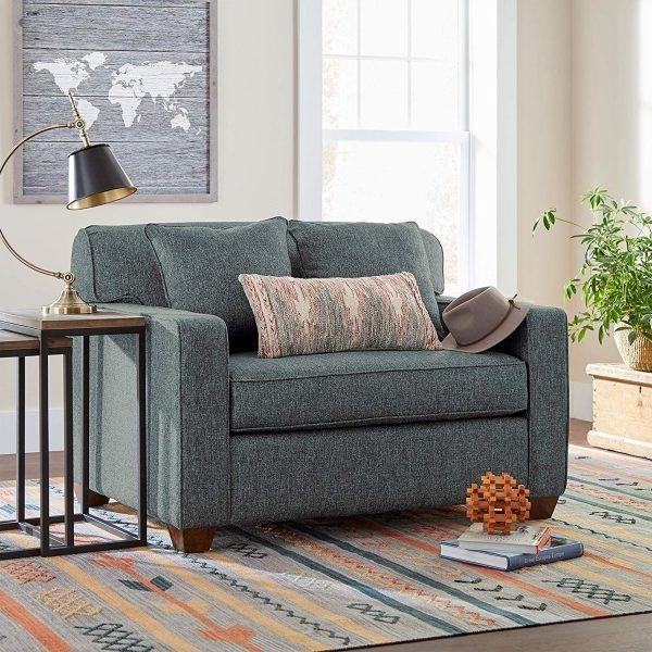 Chiếc ghế sofa màu ghi này với màu sắc và các đường nét đơn giản, phù hợp với cả không gian hiện đại và cổ điển