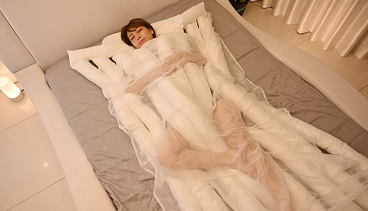 Chiếc chăn êm ái kèm gối sẽ giúp bạn có những giấc mơ đẹp