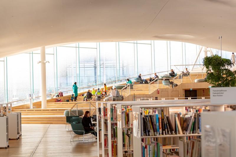 Các kiến trúc sư đã chia tòa nhà thành các khu vực được xác định rõ ràng, với tầng trệt đóng vai trò là không gian công cộng. Tầng trên được gọi là thiên đường sách với một phòng đọc không gian mở. Ở đây, người đọc sẽ tìm thấy một nơi yên tĩnh để nép mình với tác phẩm văn học yêu thích của họ.