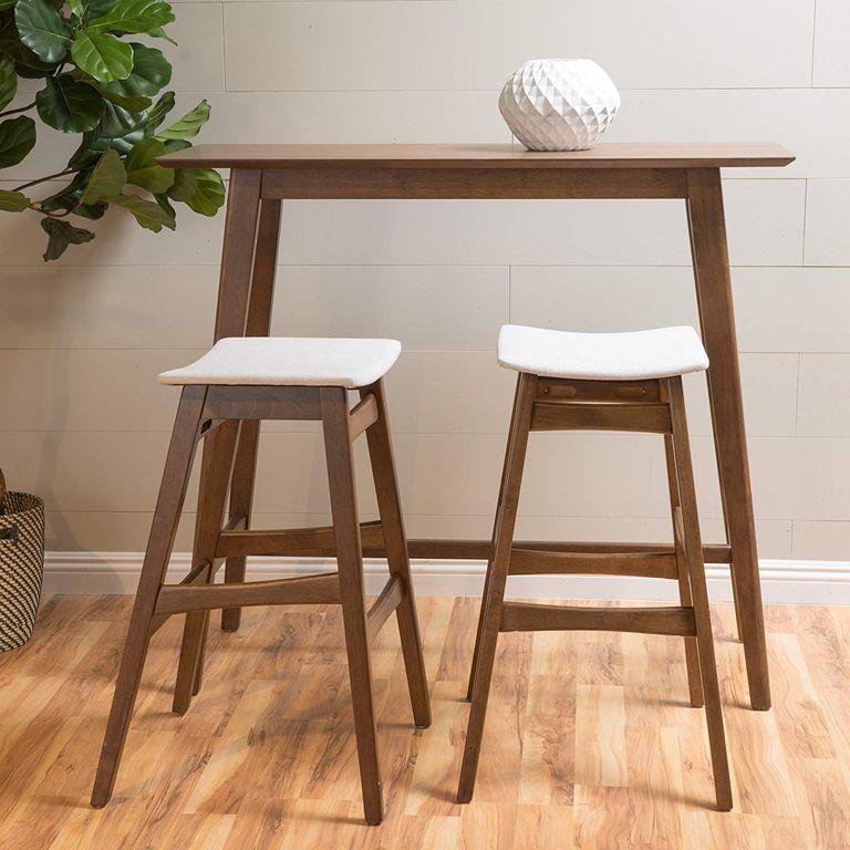 Bộ bàn ghế ăn chân cao mang đến cảm giác rộng rãi và thoáng đãng cho sàn bên dưới.