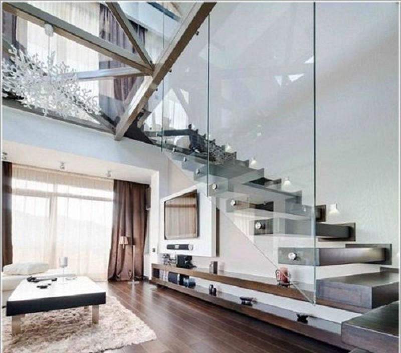 Cầu thang kết hợp kính trong suốt mang lại sự tráng lệ cho căn nhà