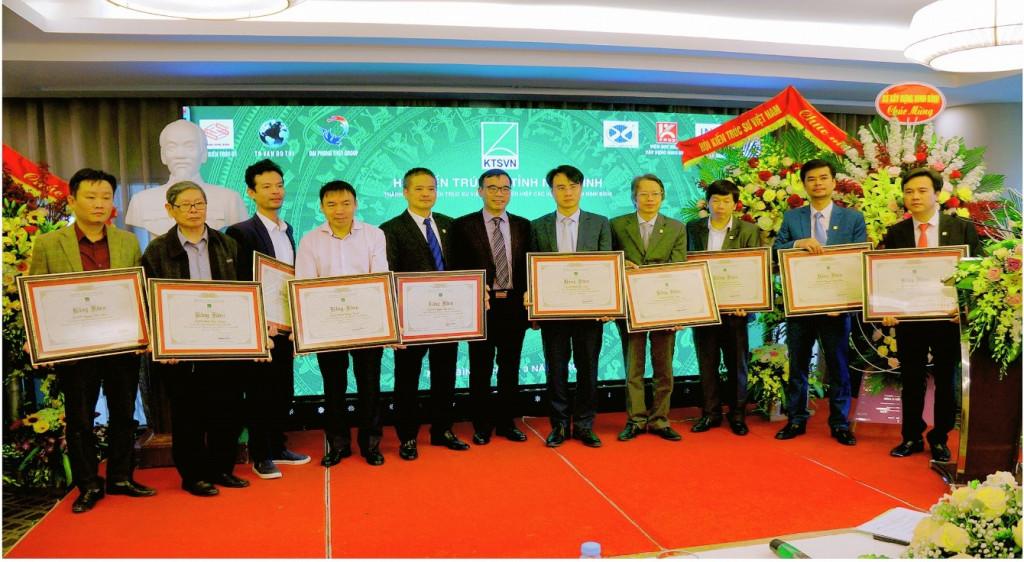 Trao Bằng khen cho Hội kiến trúc sư tỉnh Ninh Bình