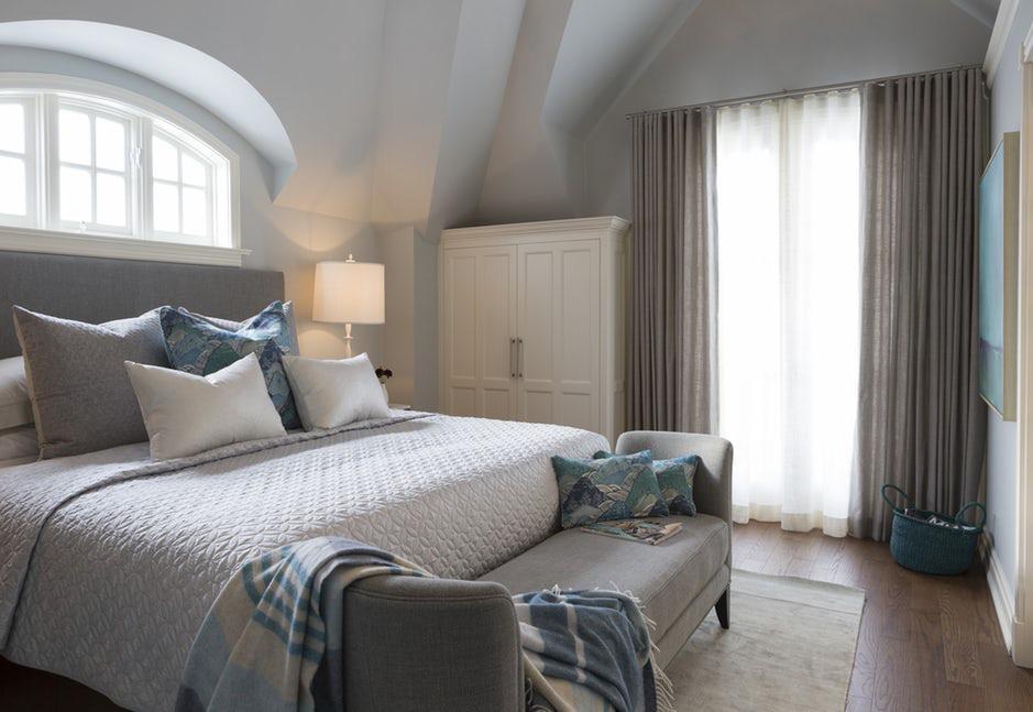 Không gian phòng ngủ cũng có cảm giác ấm áp hơn khi có sự xuất hiện của chất liệu gỗ tự nhiên
