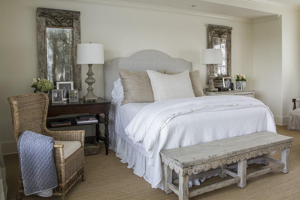 Bên cạnh gỗ thì bạn cũng có thể lựa chọn những món đồ nội thất có nguồn gốc tự nhiên như mây, tre đan