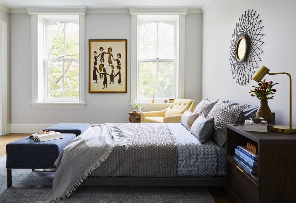 Căn phòng ngủ có phủ thảm trải sàn luôn khiến người dùng thấy ấm cúng và dễ chịu hơn