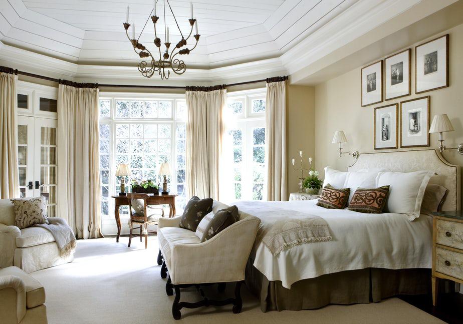 Không nên có quá nhiều món đồ nội thất khác nhau bên trong căn phòng ngủ