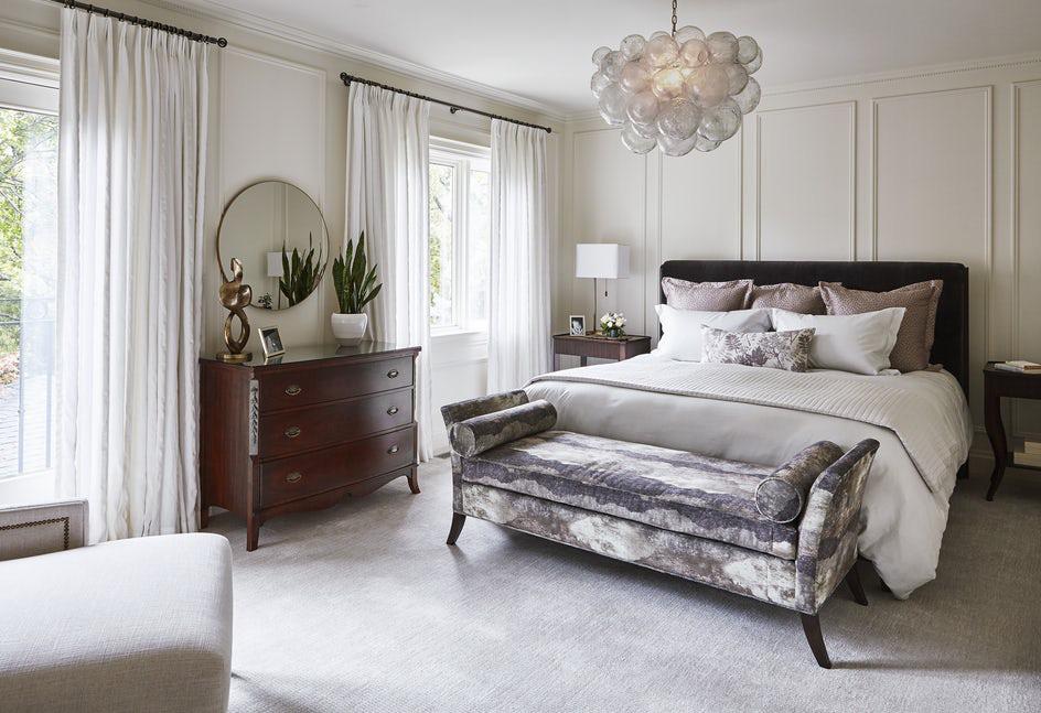 Sự xuất hiện của quá nhiều món đồ nội thất không chỉ khiến căn phòng chật chội mà còn bạn cảm thấy rối mắt