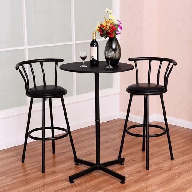 Một chiếc bàn tròn cao là một lựa chọn thông minh cho bất kỳ không gian nhỏ nào, nó thực sự phù hợp với hai chiếc ghế đẩu.