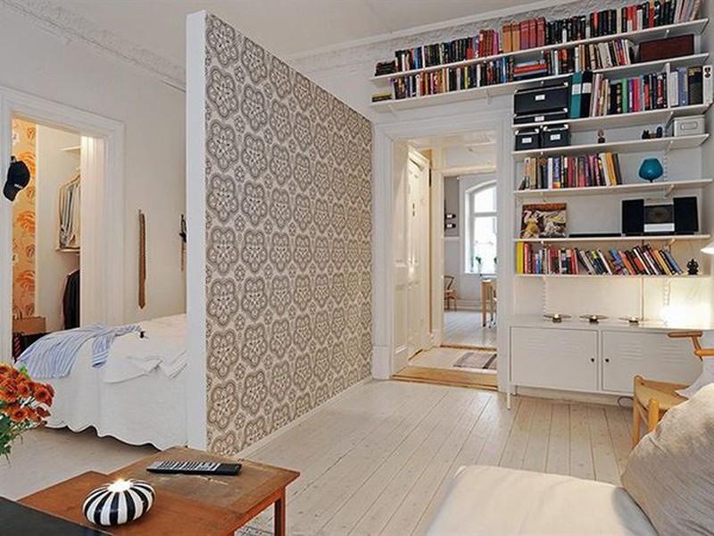 Thay vì thạch cao trắng thông thường, bạn có thể kết hợp với giấy dán tường để vách ngăn trở nên độc đáo và nghệ thuật hơn