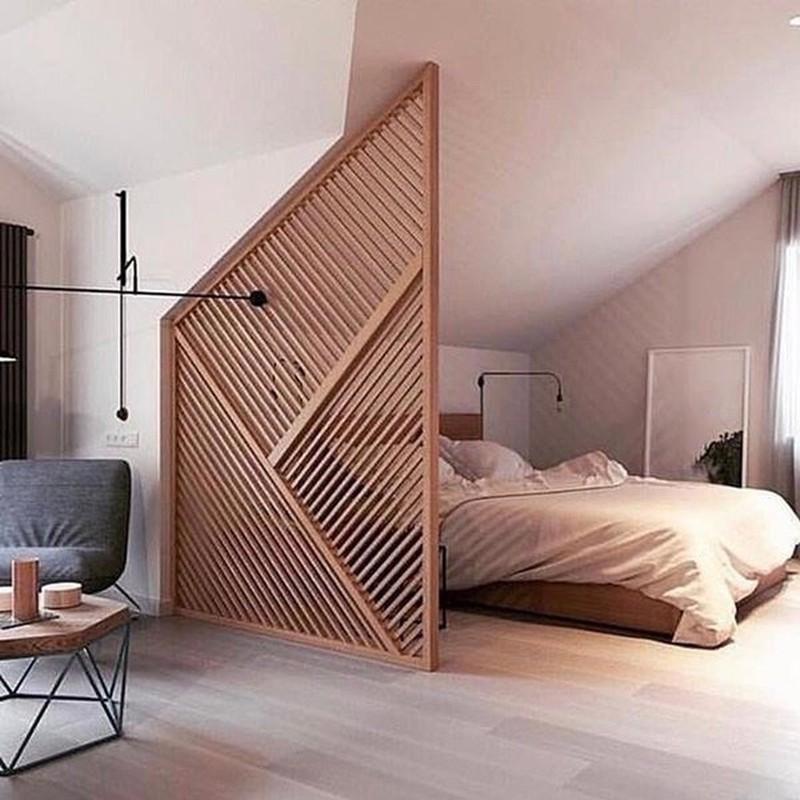 Vách ngăn gỗ hướng căn phòng tới sự giản dị, mộc mạc