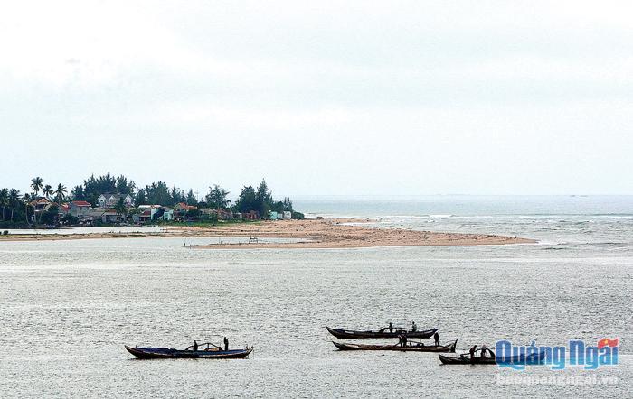 Nguồn cát được khai thác tại khu vực cửa biển Cửa Đại có độ nhiễm mặn lớn, không đảm bảo an toàn cho các công trình xây dựng