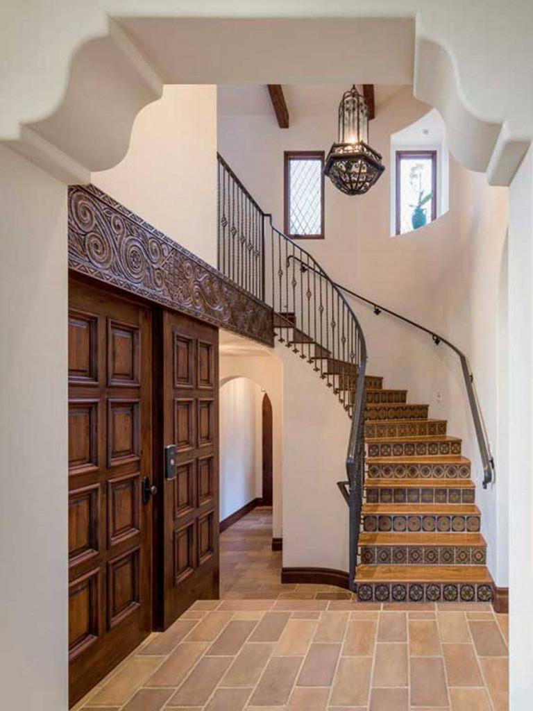 Cầu thang nên có sự hài hòa với tổng thể ngôi nhà