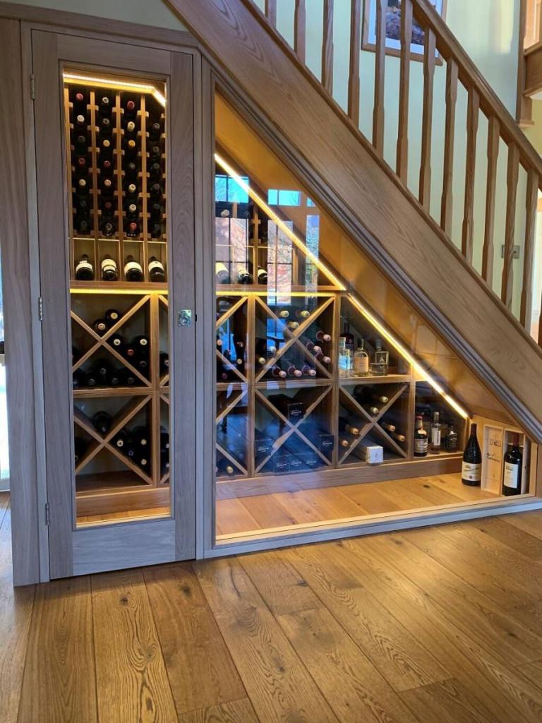 Vì nơi chứa rượu cần thoáng mát, có nhiệt độ phù hợp nên cần lưu ý khi thiết kế