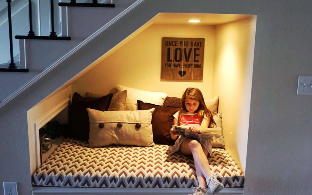 Biến gầm cầu thang thành nơi nghỉ ngơi, giải trí cho bé