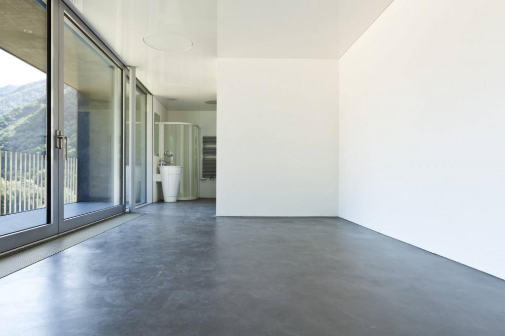 Mùa xuân, độ ẩm trong không khí cao, sàn bê tông rất dễ bị ảnh hưởng, gây nên những tình trạng nhưng trồi rộp, nứt vỡ, sau đó là ẩm mốc. Phải làm gì để làm giảm ẩm cho sàn bê tông? Nguồn gốc gây ẩm cho sàn bê tông Sàn bê tông rất dễ bị ảnh hưởng bởi độ ẩm trong không khí. Không những thế, nước ngay bên trong bê tông và hơi nước bốc lên từ dưới sàn là những nguyên nhân gây nên tình trạng ẩm.
