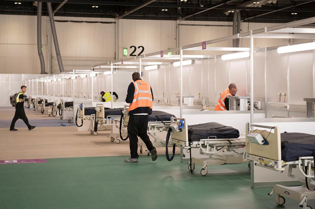 Bệnh viện chuyên tiếp nhận những bệnh nhân Covid-19 nặng và cần điều trị tích cực, được chuyển đến từ các bệnh viện khác ở London. Với hiệu suất làm việc tối đa, bệnh viện dã chiến Nightingale sẽ cần khoảng 16.000 nhân sự, bao gồm y bác sĩ và tình nguyện viên.