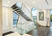 Nên chọn lan can cầu thang bằng gỗ, kính hay inox?