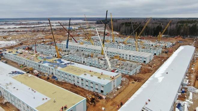 Một bệnh viện dã chiến đang được xây dựng ở ngoại ô thành phố Moscow, Nga