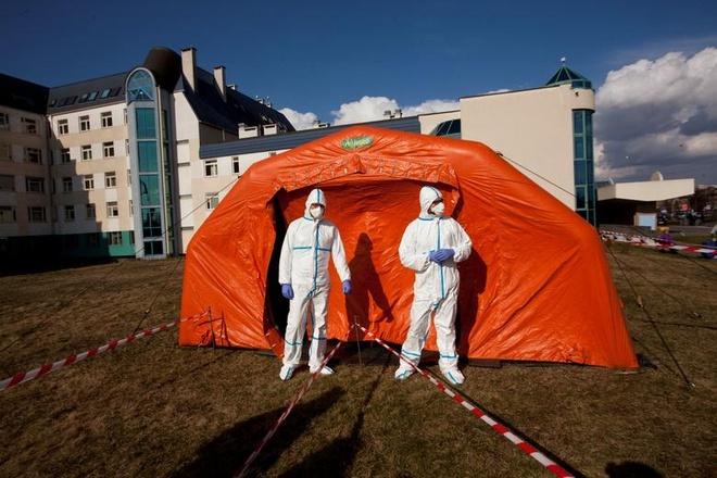 Một phòng cấp cứu tạm thời nằm trong bệnh viện thuộc đại học ở Warsaw, Ba Lan