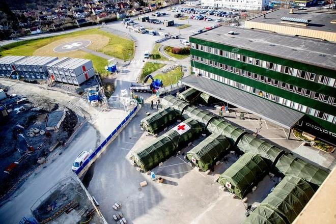 Toàn cảnh bệnh viện dã chiến đang được chuẩn bị tại bệnh viện Ostra Sjukhuset ở Gothenburg, Thụy Điển