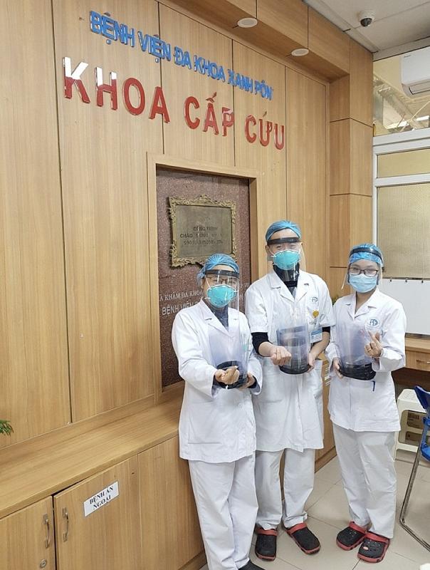 Mặt nạ chống Covid-19 được trao tặng cho khoa cấp cứu Bệnh viện Xanh pôn