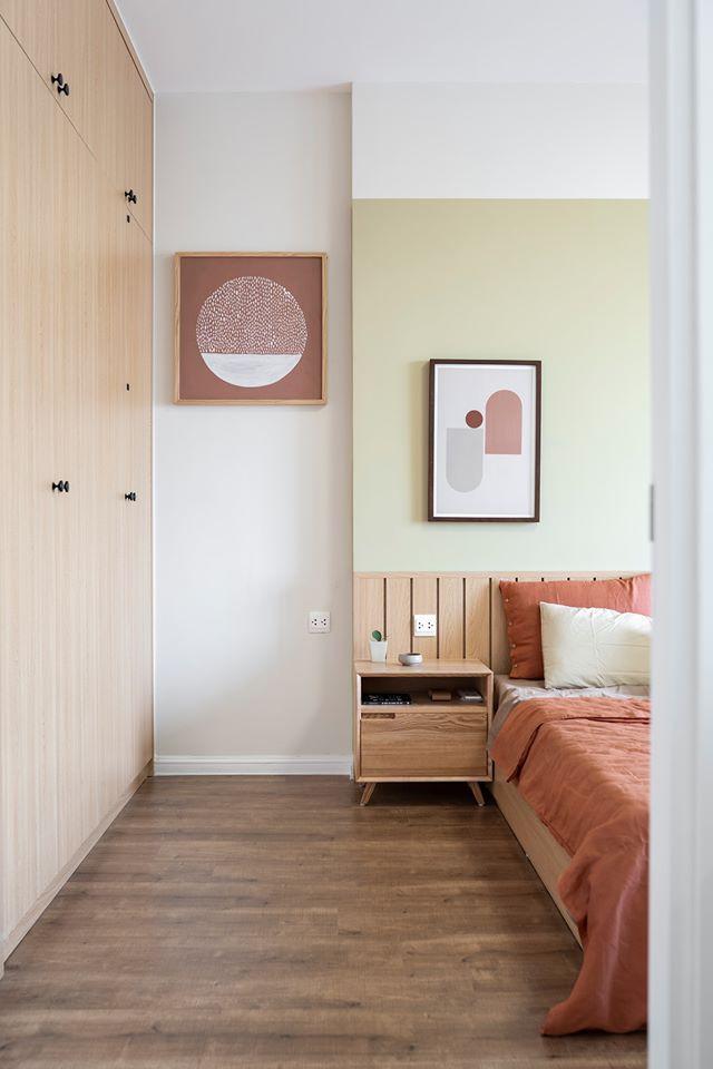 Tranh trang trí được chọn treo trong nhà với họa tiết đơn giản, nhưng đầy tinh tế