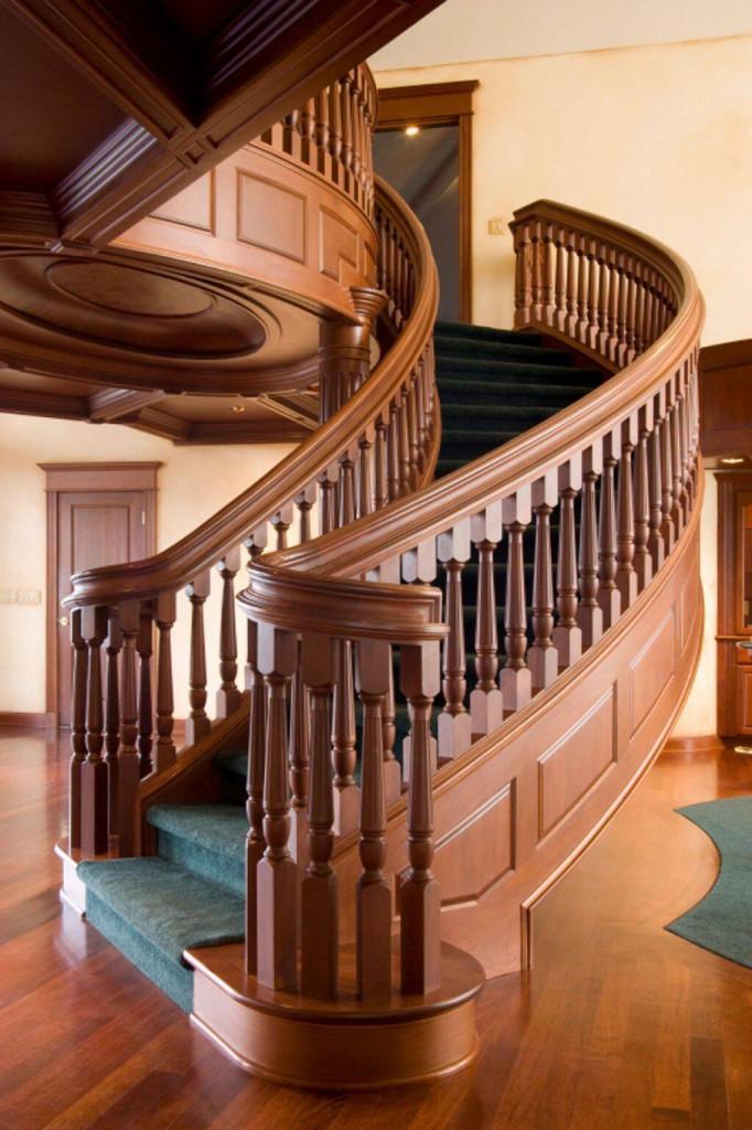 Lan can cầu thang bằng gỗ tạo nên vẻ sang trọng cho tổng thể ngôi nhà