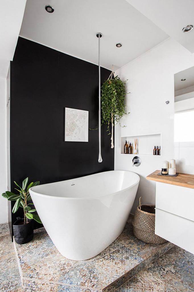 So với lúc chưa cải tạo thì phòng tắm này xứng đáng nhận được điểm mười về chất lượng và thẫm mỹ