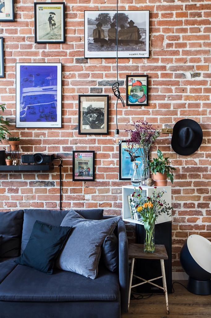 Hoa và cây xanh xua tan vẻ cứng nhắc của những bức tường gạch