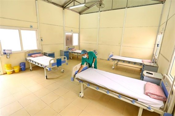 Một khu bệnh viện dã chiến tăng cường, sẵn sàng khi có trường hợp cấp bách. (Ảnh: TTXVN)