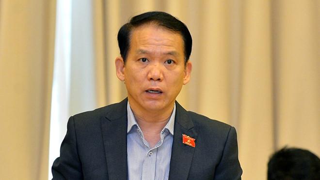 Chủ nhiệm Ủy ban Pháp luật Quốc hội Hoàng Thanh Tùng trình bày báo cáo thẩm tra tại phiên họp ẢNH GIA HÂN