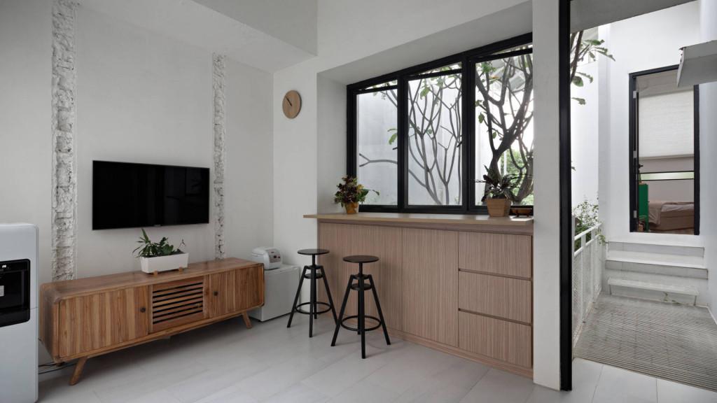 Phong cách thiết kế đơn giản, hiện đại và phóng khoáng được giữ nguyên sau các giai đoạn phát triển của căn nhà