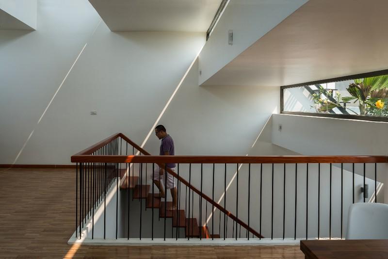 Nội thất của ngôi nhà được nhóm thiết kế một cách thông minh