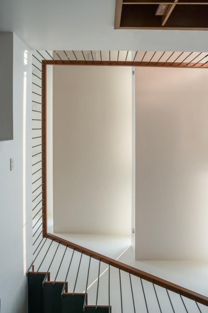 Tầng 2 được dành chủ yếu cho ba phòng ngủ của các thành viên trong gia đình và khu sinh hoạt đa năng