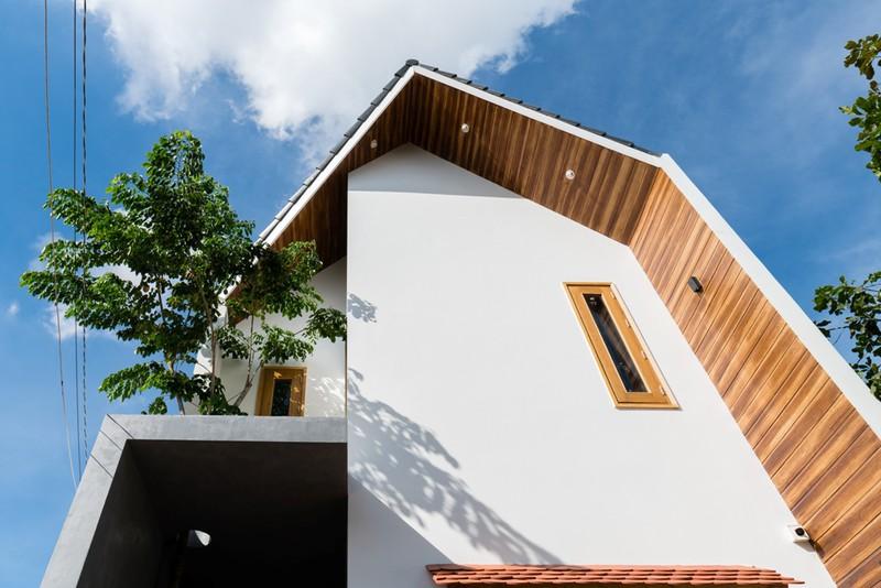 Ngôi nhà nằm hướng Tây Nam nên KTS sử dụng giải pháp tiết diện cửa sổ nhất