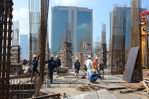 Bộ Tài chính đề xuất giảm 50% một số loại phí, lệ phí liên quan đến dự án xây dựng. (Ảnh minh họa: KT)