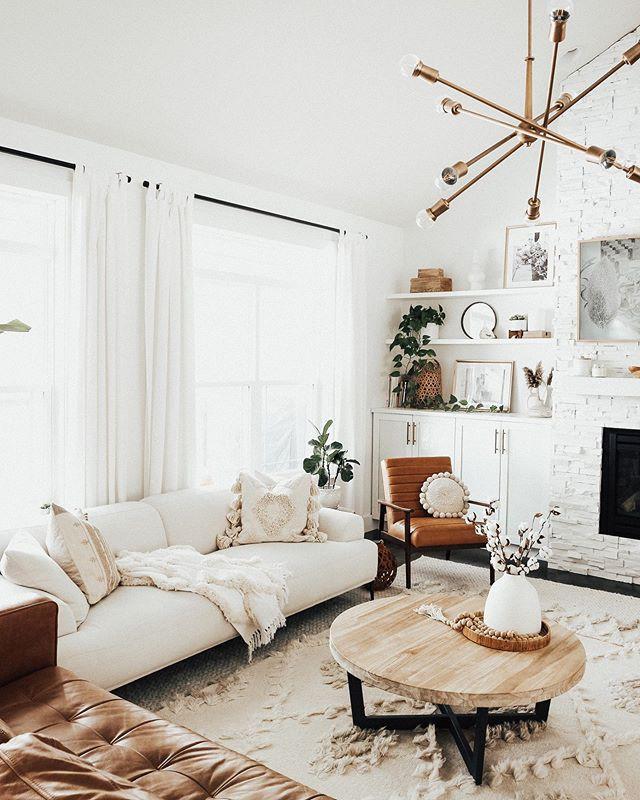 Ghế sofa trắng muốt của Abisko thích hợp cho không gian nhỏ. Độ cao vừa phải và những chiếc gối dựa mềm mại sẽ khiến bạn thấy thoải mái.
