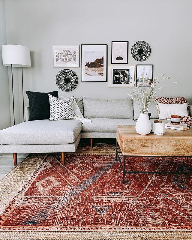 Nếu thích sofa màu sắc trung tính, góc cạnh, hãy chọn sofa của Burrard.
