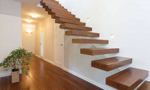 Những điều cần biết khi sử dụng gỗ làm bậc cầu thang