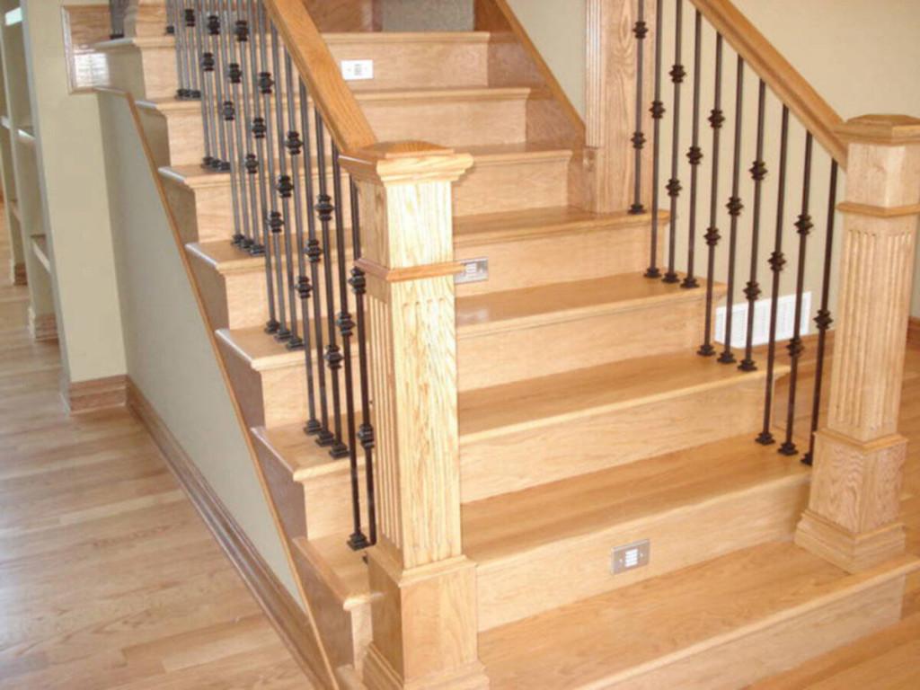 Màu sắc của gỗ sồi tương đối sáng và đều màu, vân gỗ đẹp, to với thớ gỗ mịn màng